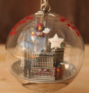 2000 Macy's Christmas Ornament